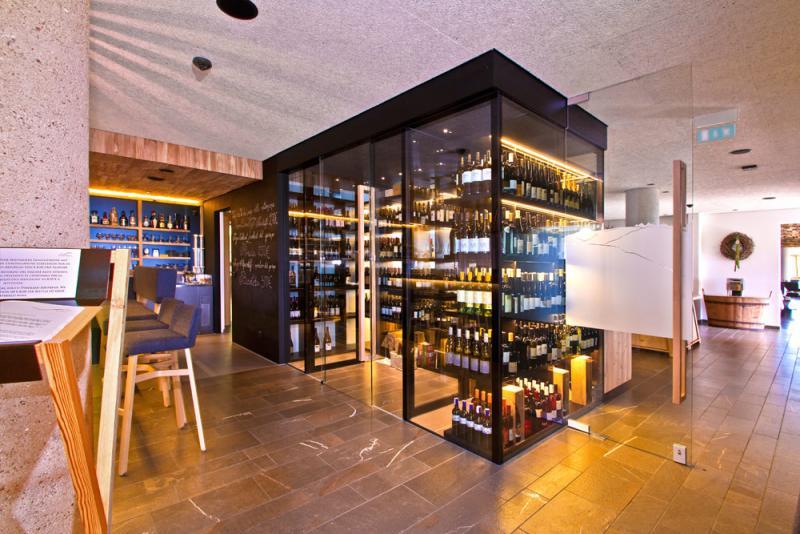 hotel-gitschberg---weinklimaschrank-0535733996665o